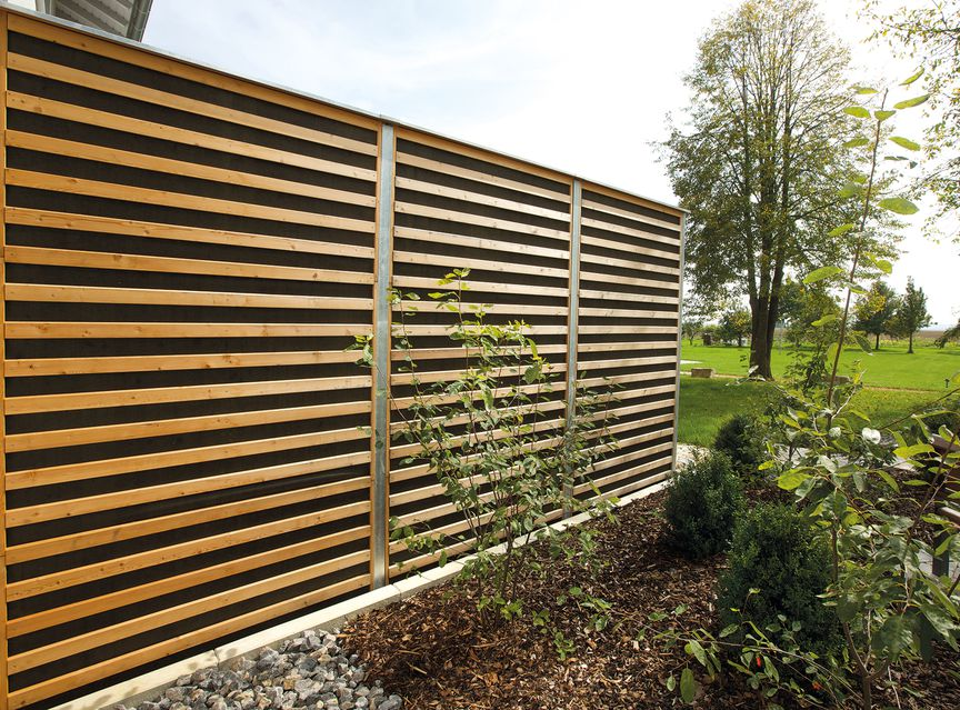 Holzplanwerk holz im au enbereich projekte f r garten terrasse balkon pool holz in garten - Garten holzwand ...